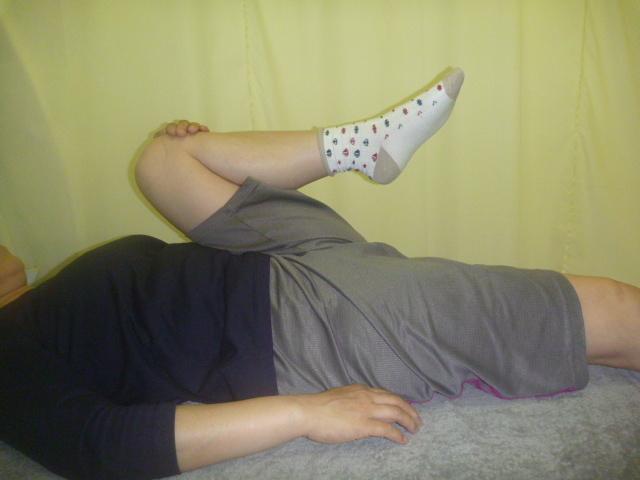 施療後 左股関節を屈曲での腰の痛み和らぐ