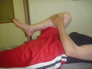 施療前 右股関節屈曲で腰の痛み