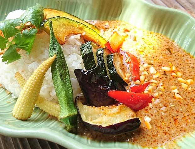 夏野菜と挽き肉のマッサマンカレー ブログ