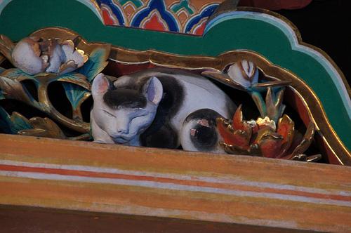 日光東照宮の数ある彫刻のなかで、スーパーアイドルの「眠り猫」
