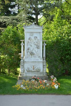 シューベルトの墓