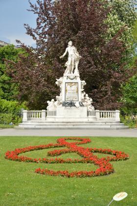王宮庭園のモーツァルト像