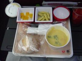 行きの機内食2