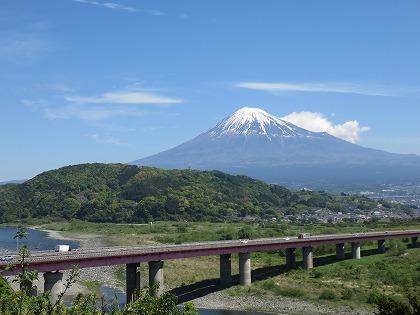 富士川SAから臨む富士山 (1)