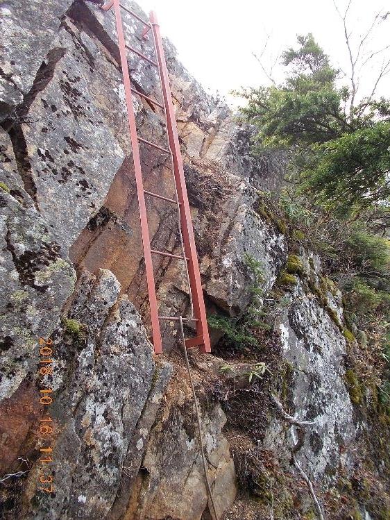 岩稜つづく