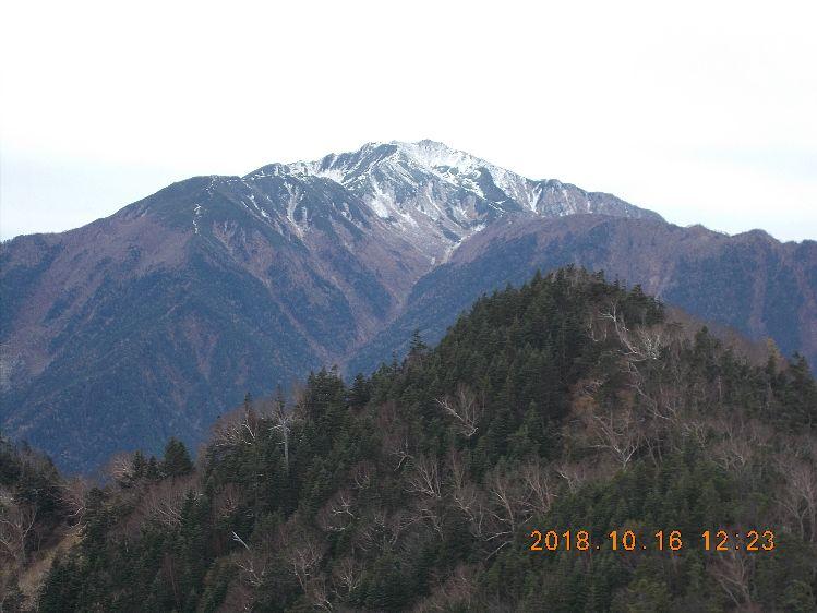 冠雪した仙丈ヶ岳