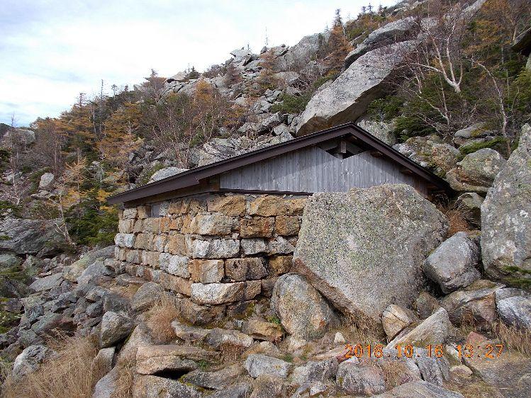 六合目避難小屋