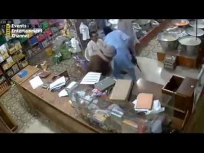 【衝撃!】お店に強盗!オーナーが最後に文句を言ったら撃たれた!