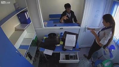 【衝撃!】貧困を助けるマイクロクレジットで強盗!美女が危ない!