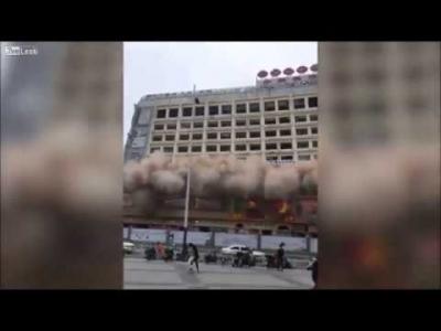 【衝撃!】周辺への警告無しにビルを破壊!