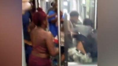 【衝撃!】電車内でマリファナを吸う若者に頼んだらフルボッコ・・・・・