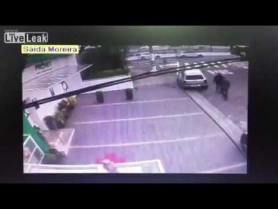 【衝撃!】引退した2人の警官が撃ちあい・・・・・些細な事で?!