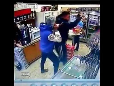 【衝撃】確かに非番の警官も拳銃持ってた方がいいね!