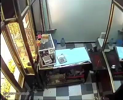 【衝撃!】最初に見たときはどっちが強盗だか分からなかった!!!