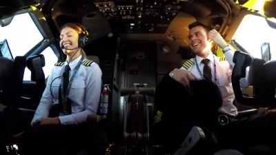 【きれい!】女性パイロットが美しい!S級美女でビビった!