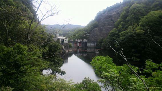 竜神ダム左岸側遊歩道から見える竜神ダム