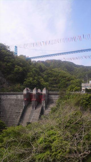 竜神ダムと大吊り橋とこいのぼり