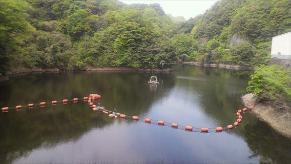 竜神ダム天端からの竜神湖