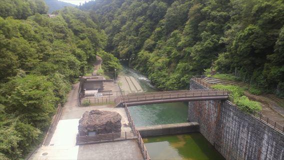 石小屋ダム下流側