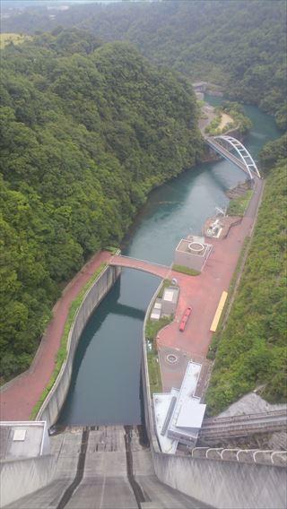 宮ケ瀬ダム下流側