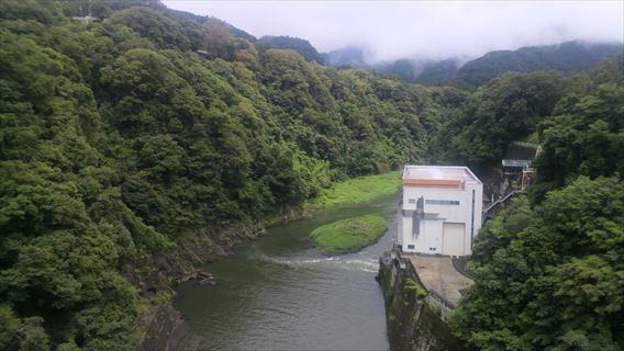 相模ダム下流側