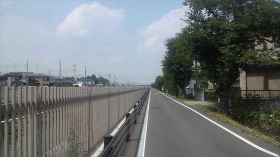 水路横の道