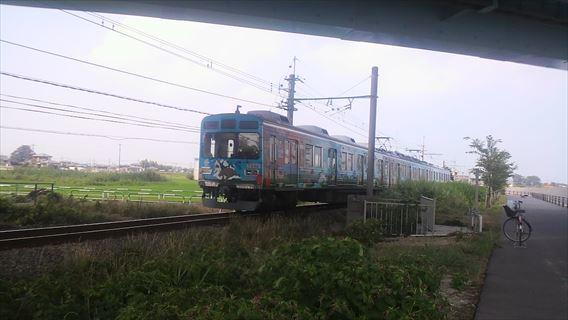 武蔵水路と並走する秩父鉄道
