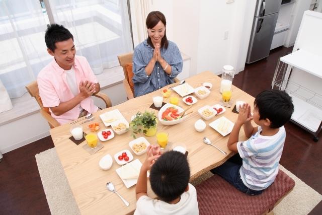 みんなで囲む食卓