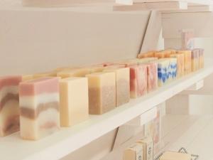 店舗に並ぶ石鹸_4