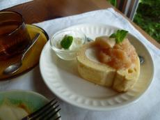 桃のデザートケーキ