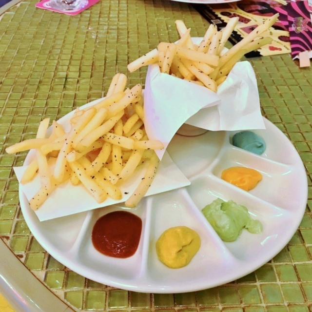KAWAII MONSTER CAFE HARAJUKU (17)