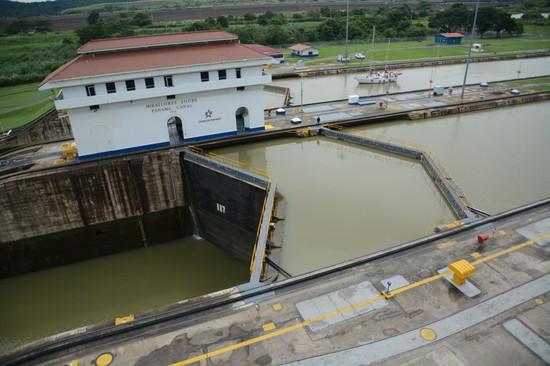 パナマ パナマ運河へ(10)