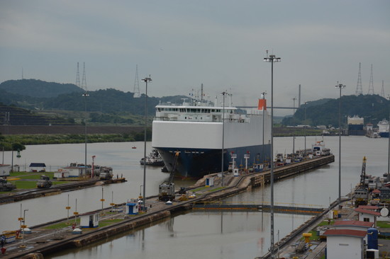 パナマ パナマ運河へ(11)