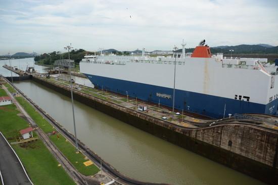 パナマ パナマ運河へ(13)