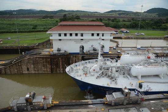パナマ パナマ運河へ(16)