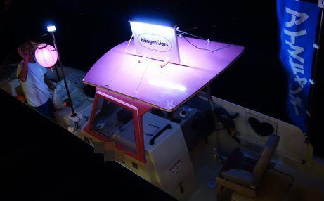 アイスを販売する船がやってきた