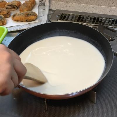 ミルク餅を作ってます