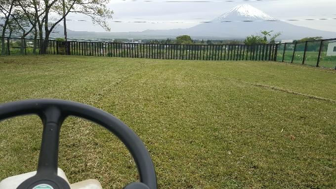 乗用芝刈機でラクラク草刈り