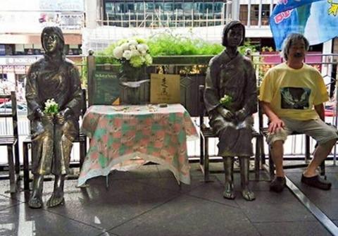 香港総領事館前