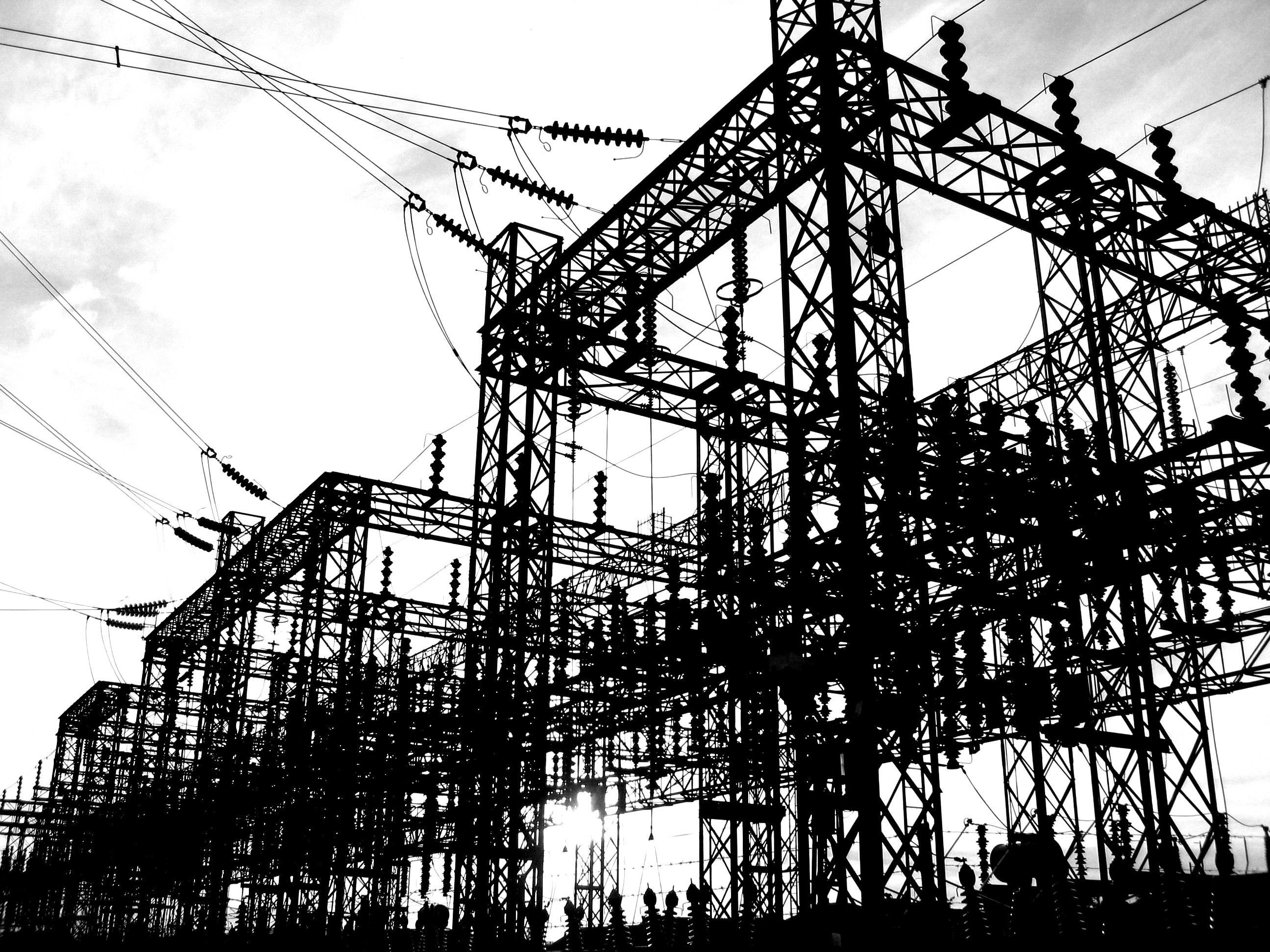 発電所の鉄塔.jpg