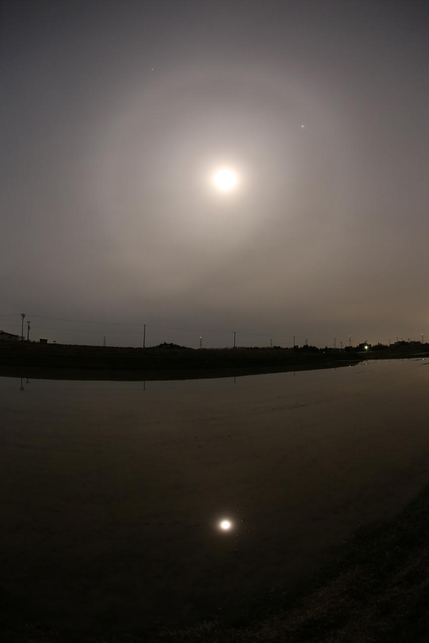 20170509空と水面の月暈