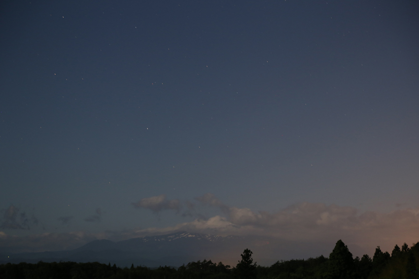 20170608月光に照らされる栗駒山