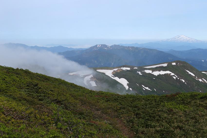 20170618鳥海山と滝雲