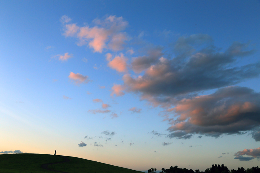 20170903花巻空港付近の丘と夕焼け雲