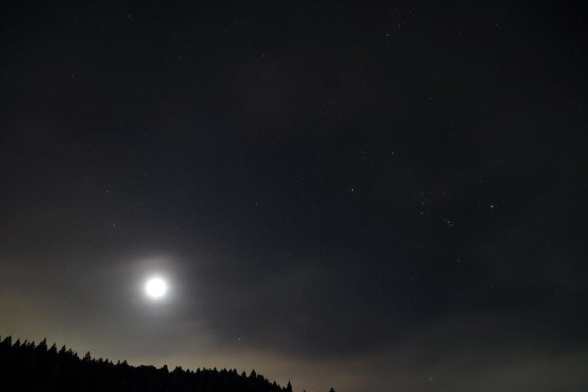 20170916昇る冬の星座と月
