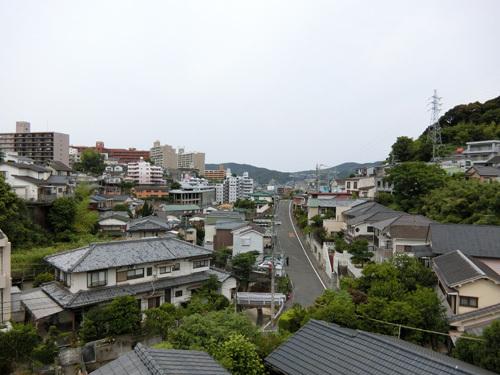 今朝は曇り空ですね。