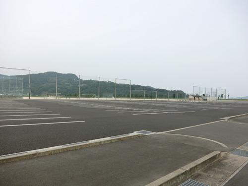 珍しく駐車場に車もないよ。
