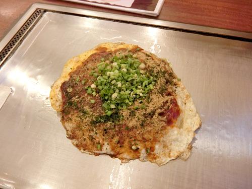 今日のランチは、お好み焼き(広島風)。