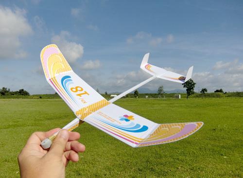 例の新型、kh-18! 双垂直尾翼のオバハン仕様!