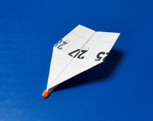 ゴムカタパルトで飛ばす折り紙機。
